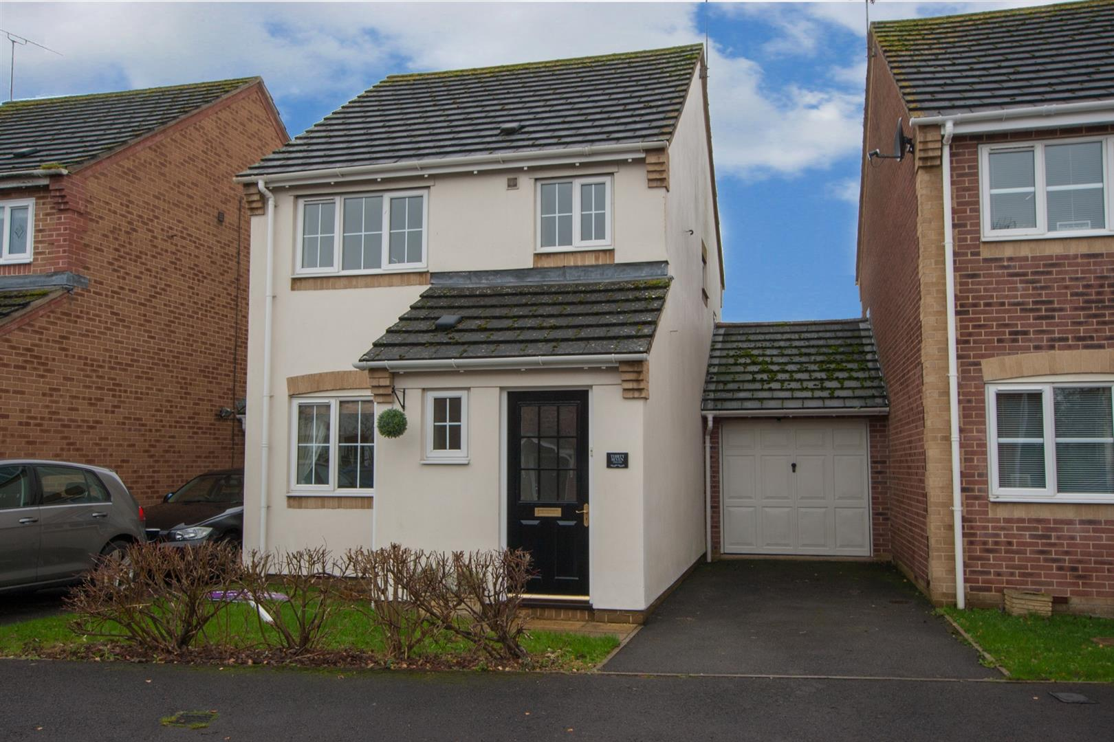 3 Bedrooms Link Detached House for sale in Webbs Court, Lyneham